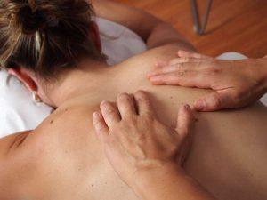 Conseils pour se soigner et se détendre, massage relaxant aux huiles chaudes